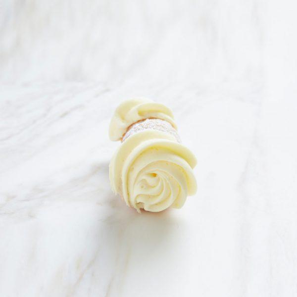 vanilla cannoli